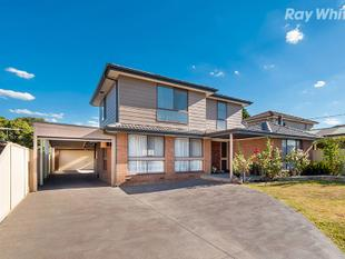 Literally A Stone Throw to Mernda Town Centre/Train Station  Fabulous 4 Br Family Living - Mernda
