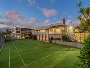 1640sqm - A Lifetime in the Making, 40 Years in the Offering - Coorparoo