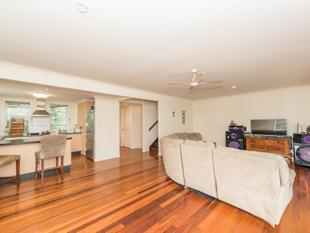 2 BEDROOM - BUDGET BUSTER UNIT ON THE COAST - Moore Park Beach