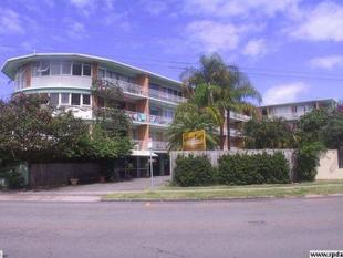 SUNSET COURT -  2 BEDROOM FULLY FURNISHED UNIT - CENTRAL LOCATION - Surfers Paradise