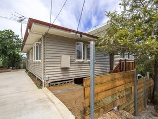 Large Family Dual Living Home - Highgate Hill