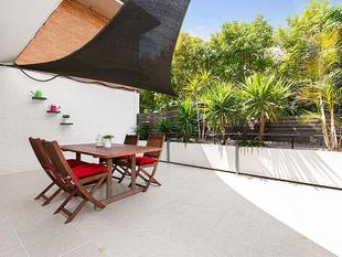 Large private outdoor patio! - Annerley
