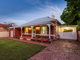 YOU MUST SEE THIS BEAUTIFUL HOME BUILT IN 1915 IN THE RAPHAEL PARK PRECINCT !!! - Victoria Park