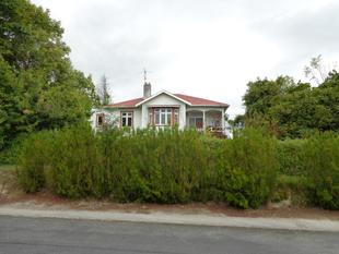 Be aloof in Rosebank - Elevated corner section - Balclutha
