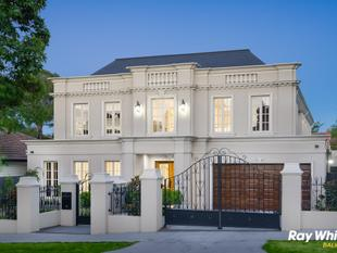 Signature perfection and quintessential prestige on 723 sqm - Balwyn