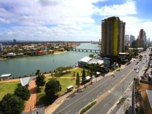 SPECTACULAR VIEWS IN PRIME LOCATION - FULLY FURNISHED - Surfers Paradise