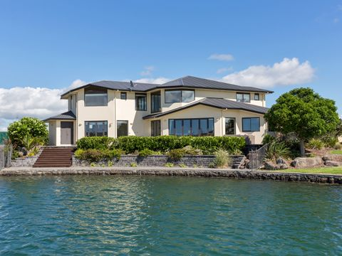 One Tree Point, 11 Mariners Haven