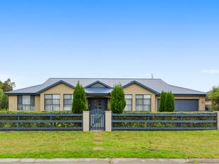 Luxuriously large family home set amid stunning gardens - Moss Vale