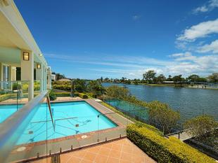 Stunning Single Level Riverfront Home! - Benowa