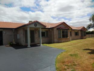 Spacious Home + 4000m2 Block + Sheds! - Kingaroy