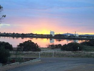 Business For Sale And Freehold  Harbourview Caravan Park  Cowell Sa - Cowell