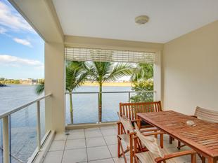 Waterfront and Fully Furnished - Varsity Lakes