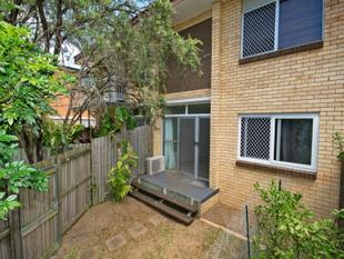 COURTYARD, FRIDGE, WASHING MACHINE + AIR CON - Move in NOW! - Coorparoo