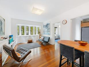 Superb Two Bedroom Art Deco Apartment With Delightful Leafy Outlook - Potts Point
