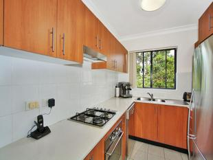 MODERN TWO BEDROOM APARTMENT WITH LOCK UP GARAGE - Brookvale