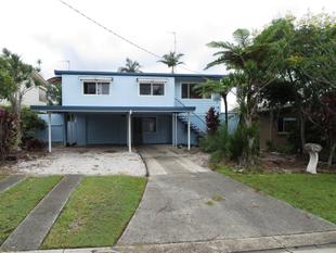 Charming and Spacious with Location on Point - Benowa