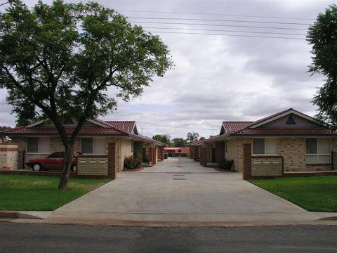 Parkes, 1-6/44 Brolgan Road