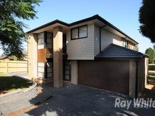 BRAND NEW 4 BEDROOM EXECUTIVE HOME IN A SOUGHT AFTER LOCATION! - Wheelers Hill