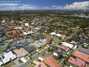 "Bang for Your Buck - Great Location ""Present all Offers over $749,000"" - Molendinar"