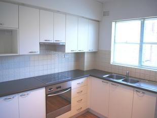 TOP FLOOR, QUIET TWO BEDROOM UNIT - Artarmon