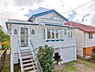 Stylish Renovated Character Home - Annerley