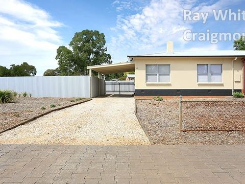 Elizabeth Downs, 45 Stakes Crescent