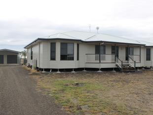 NEAR NEW ON AN ACRE! - Dalby