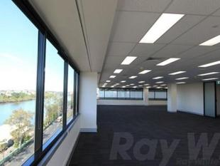 Full floor, corporate status and river views to boot - Milton