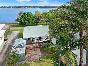Waterfront Living on Barden's Bay - Brightwaters