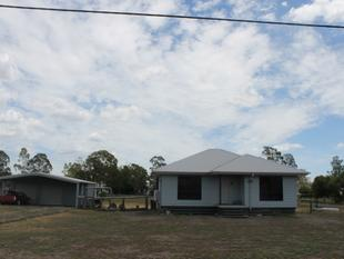Near New Home on an Acre - Dalby