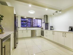 FULLY RENOVATED WITH CITY VIEWS - Kangaroo Point