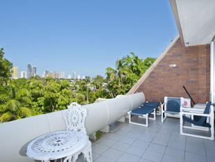 Location! Location! Large Unit In Small Complex! - Broadbeach Waters