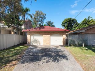 Contract Collapsed!  Rare Duplex Pair - Prime Southport Location - Southport