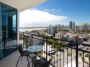 Chic CBD Apartment - Southport