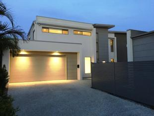 Brand New Detached 4 Bedroom Home For The Price Of A Duplex! - Benowa
