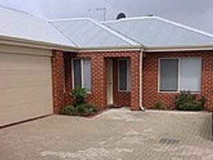 ** 4 BEDROOM  REAR VILLA WITH BACKYARD ** - Bayswater
