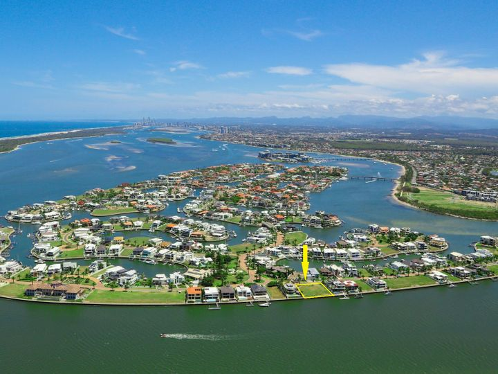 3-5 Knightsbridge Parade West, Sovereign Islands, QLD