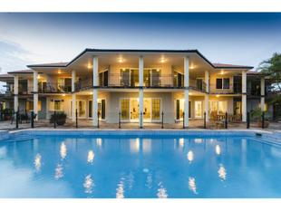 Entertainer's Haven - Quality... Size... Space + Seclusion On Water! - Carrara