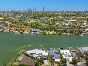 Impressive Main River Residence - 1300m2* Point Position North East Facing Block - 46 Meter Wide Waterfrontage! - Broadbeach Waters