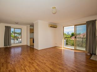 Top Floor with City view - Annerley