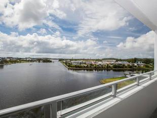 BRAND NEW WATERFRONT 2 BED APARTMENT - Varsity Lakes