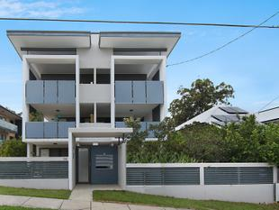 FULLY FURNISHED Air Con 1 bedroom unit in great suburb..Wooloowin - Wooloowin