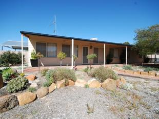 UNREAL FAMILY HOME IN EXCELLENT LOCATION! - Narrogin