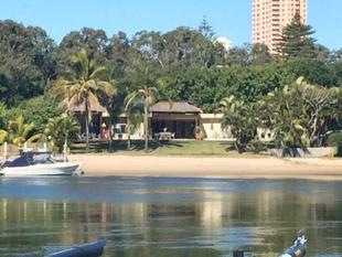 Unique And Rare - Broadbeach Waters