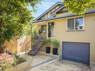Inner City Charmer Featuring Two Kitchens! - Greenslopes