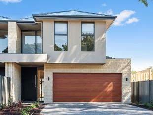 APPLICATIONS PENDING!! - ARCHITECTURAL  DELIGHT,   EXECUTIVE  RESIDENCE   CLOSE TO  ALL  FACILITIES - Warradale