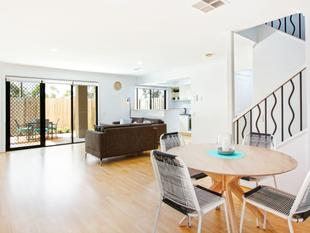 Private & Spacious Townhouse with Elevation & Style - Benowa