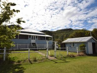 Esk History - Spacious High-Set Queenslander - Esk