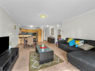 AFFORDABLE TOP LEVEL APARTMENT IN THE HEART OF CLAYFIELD! - Clayfield