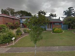TWO STOREY HOME WITH SWIMMING POOL - Sunnybank Hills